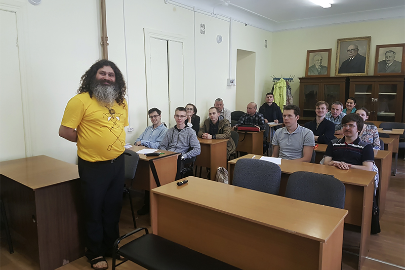 Вадим Макаров рассказал Политехникам о том, как сохранить свои данные в секрете навсегда