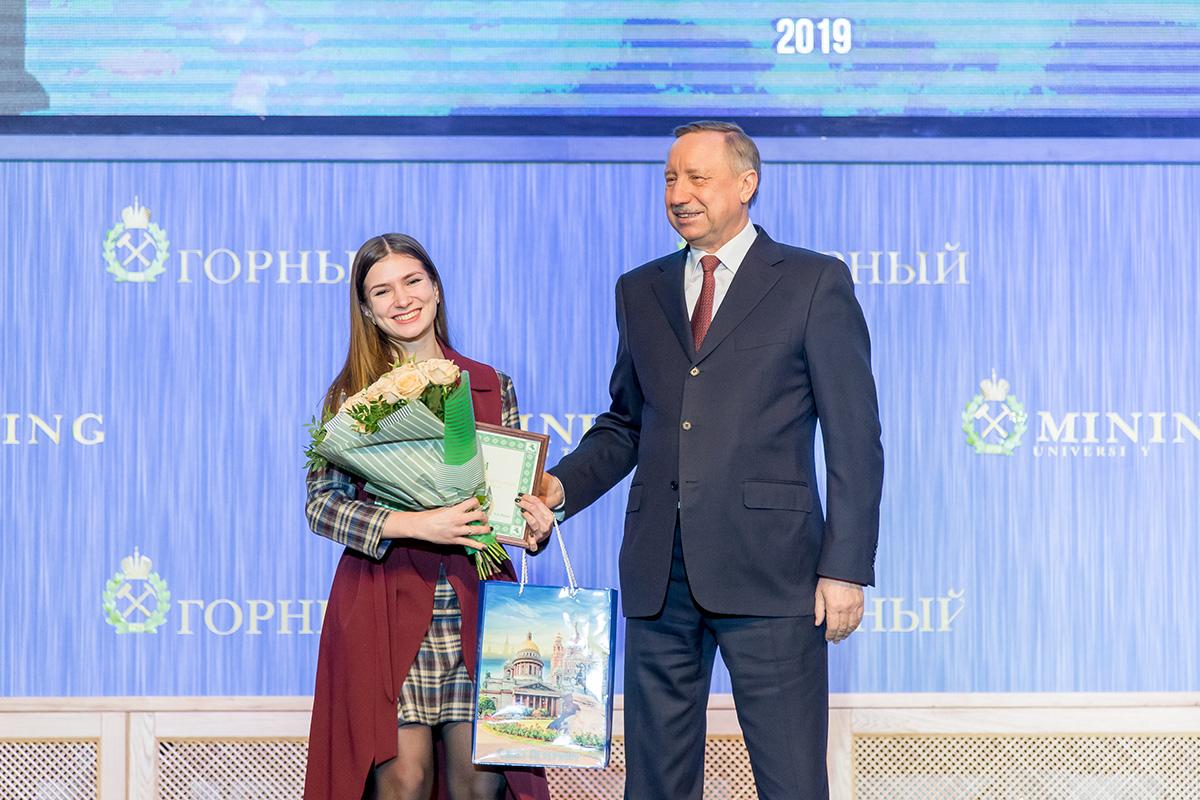 Губернатор Александр Беглов наградил молодых исследователей
