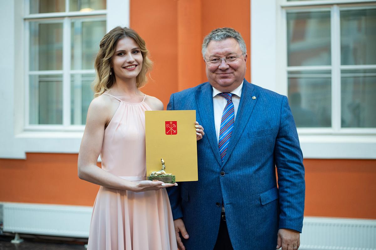 Валентина Темкина: лучшая выпускница, отличница и просто красавица