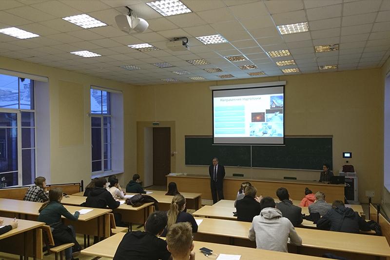 Встреча директора института Сергея Борисовича Макарова со студентами ИФНиТ